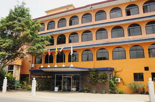 Фото отеля Hikkaduwa Beach Hotel 3* (Хиккадува Бич Отель 3*)