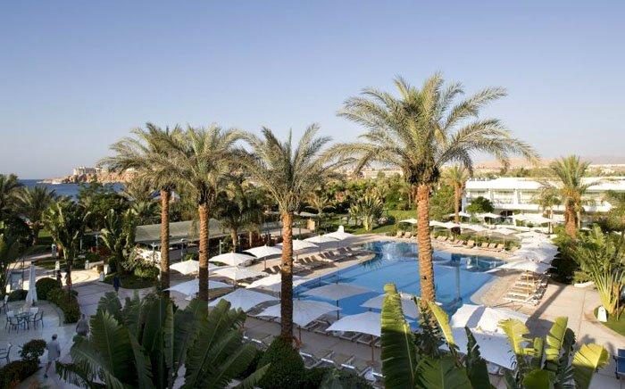 Бассейн отеля Novotel Beach Sharm El Sheikh 5* (Новотель Бич Шарм-эль-Шейх 5*)
