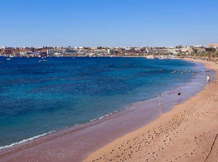 Пляж отеля Novotel Beach Sharm El Sheikh 5* (Новотель Бич Шарм-эль-Шейх 5*)