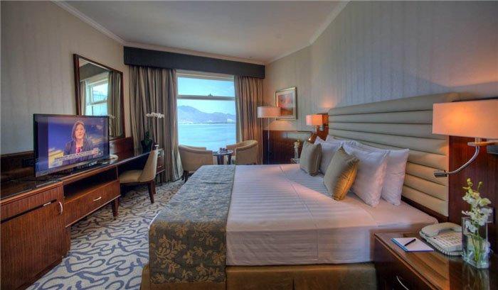Номер Panoramic Suite отеля Oceanic Khorfakkan Resort & Spa 4* (Океаник Корфаккан Резорт энд Спа 4*)