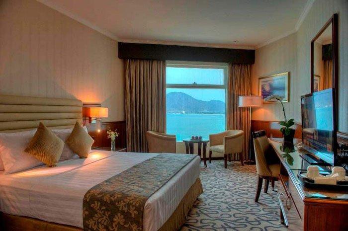 Номер Deluxe Room отеля Oceanic Khorfakkan Resort & Spa 4* (Океаник Корфаккан Резорт энд Спа 4*)