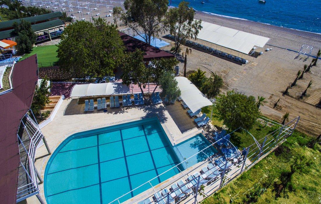 Бассейн отеля Avalon Beach Hotel 4* (Авалон Бич Отель 4*)