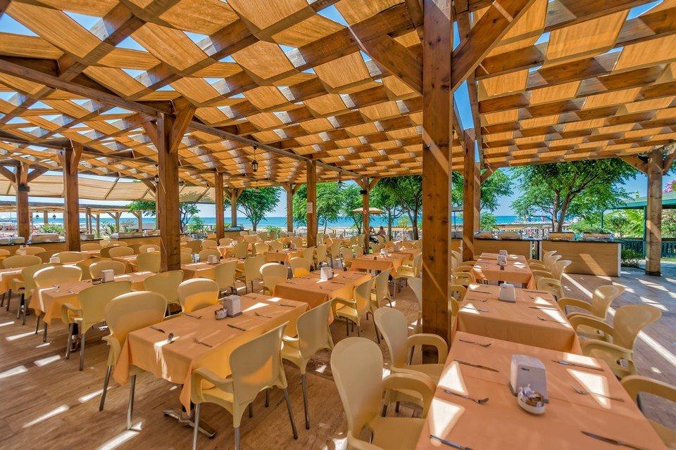 Ресторан на пляже отеля Royal Atlantis Spa Resort 5* (Роял Атлантис Спа Резорт 5*)