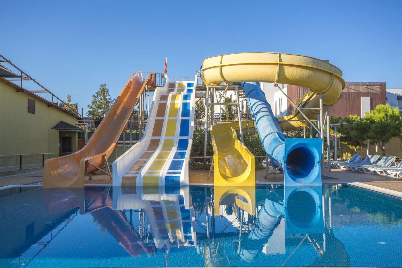 Водные горки отеля Lonicera Resort & Spa 5* (Лонисера Резорт энд Спа 5*)