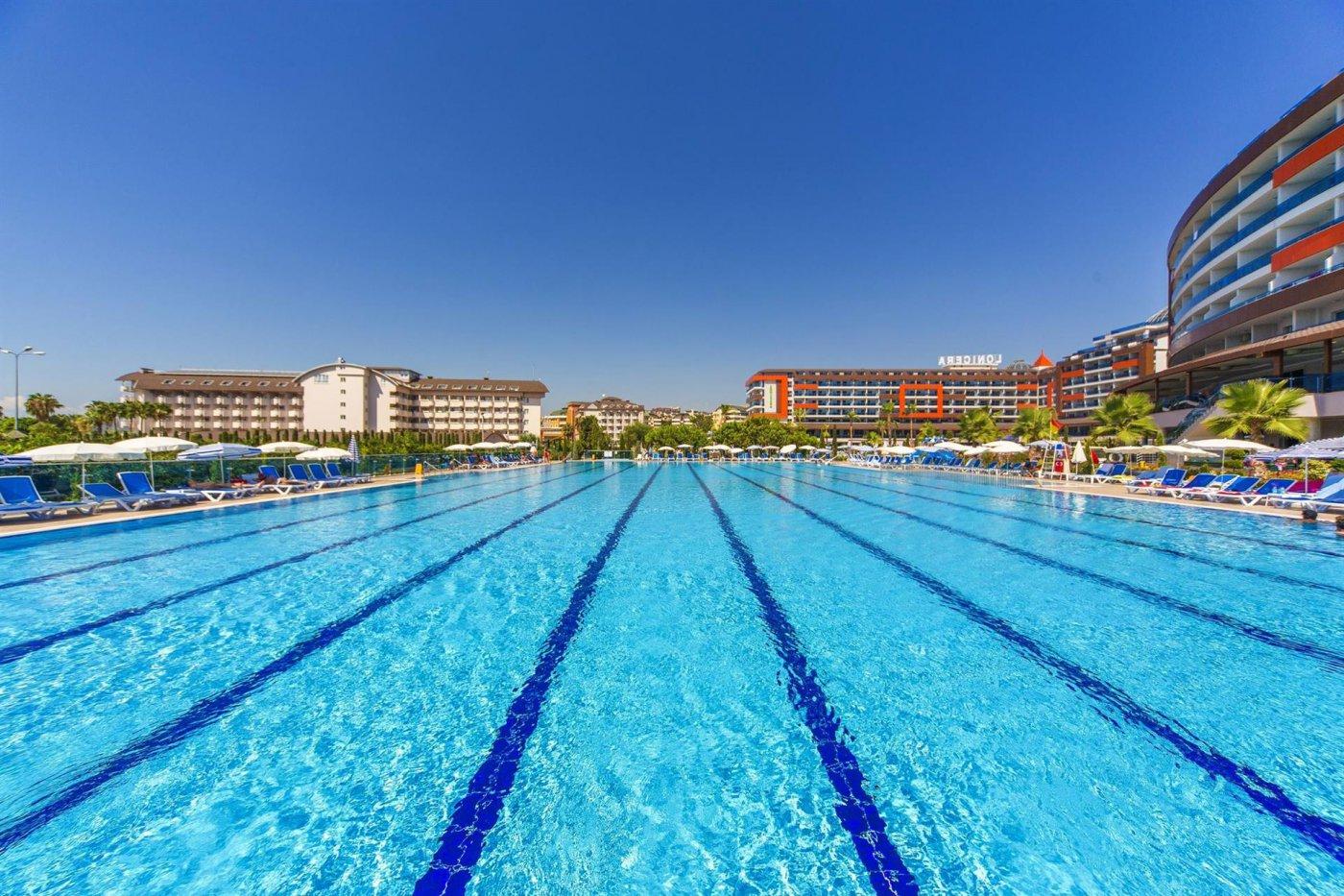 Бассейн отеля Lonicera Resort & Spa 5* (Лонисера Резорт энд Спа 5*)