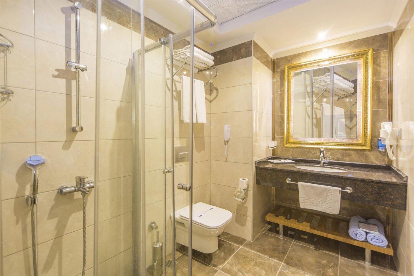 Ванная комната в номере отеля Lonicera Resort & Spa 5* (Лонисера Резорт энд Спа 5*)
